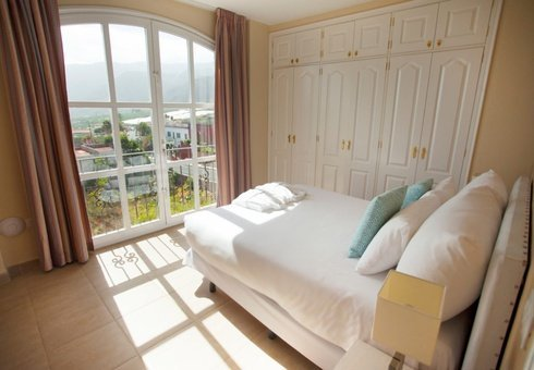 Апартаменты с двумя спальнями и балконом